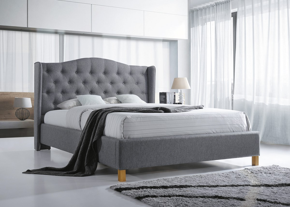Materac a wygodne łóżko sypialniane